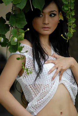 Debby Ayu sexy pic