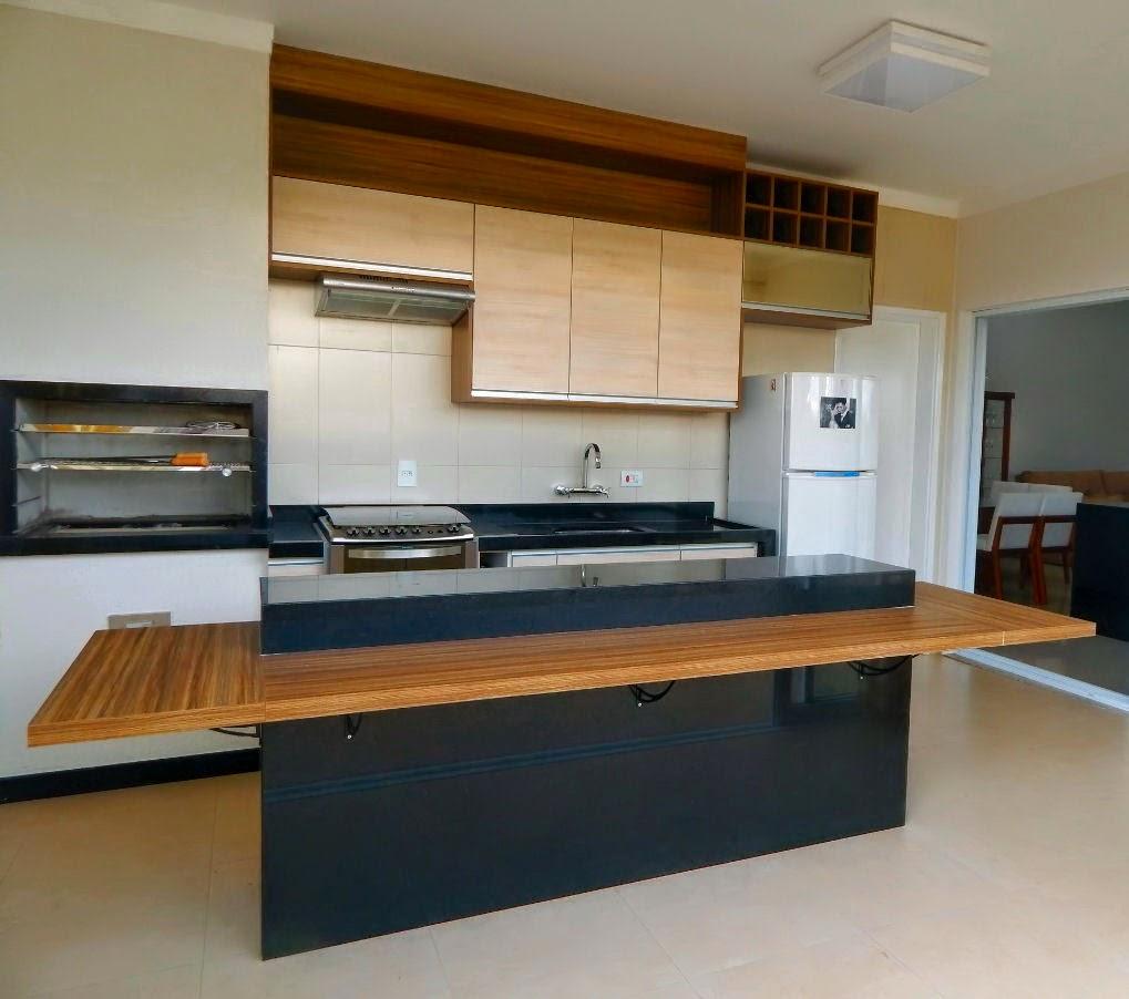 """A mesma varanda gourmet, concluída dentro do prazo previsto, segue as linhas gerais do projeto arquitetônico, de conceito """"clean"""" e contemporâneo."""