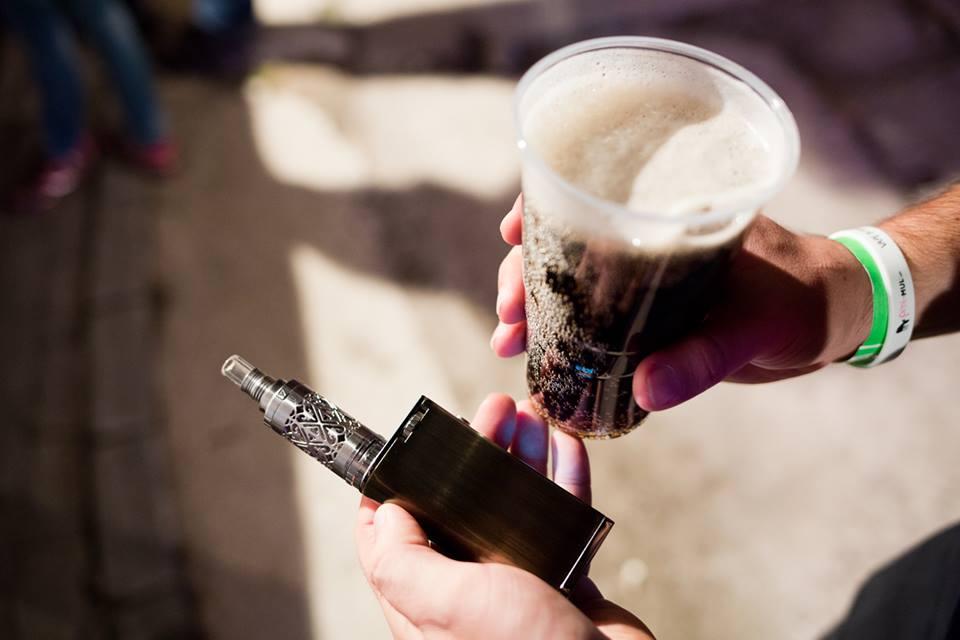 Vaping a dobré pivko patří k sobě.