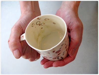 big porcelain mug easy and gentle to hold