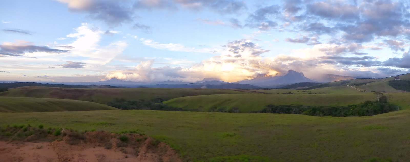 Here's a selection of photos from Venezuelas Gran Sabana, where we travelled 3 days on the dirt roads in spectacular surrounds and bush camped. The last photo is the most spectacular, click on it to do it justice.and finally....Venezuelas Gran Sabana O...