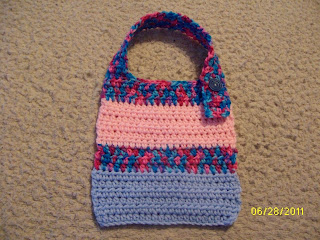 """Cecil"" Knitted Babies' Bib by Berroco - FREE Knitting Pattern"