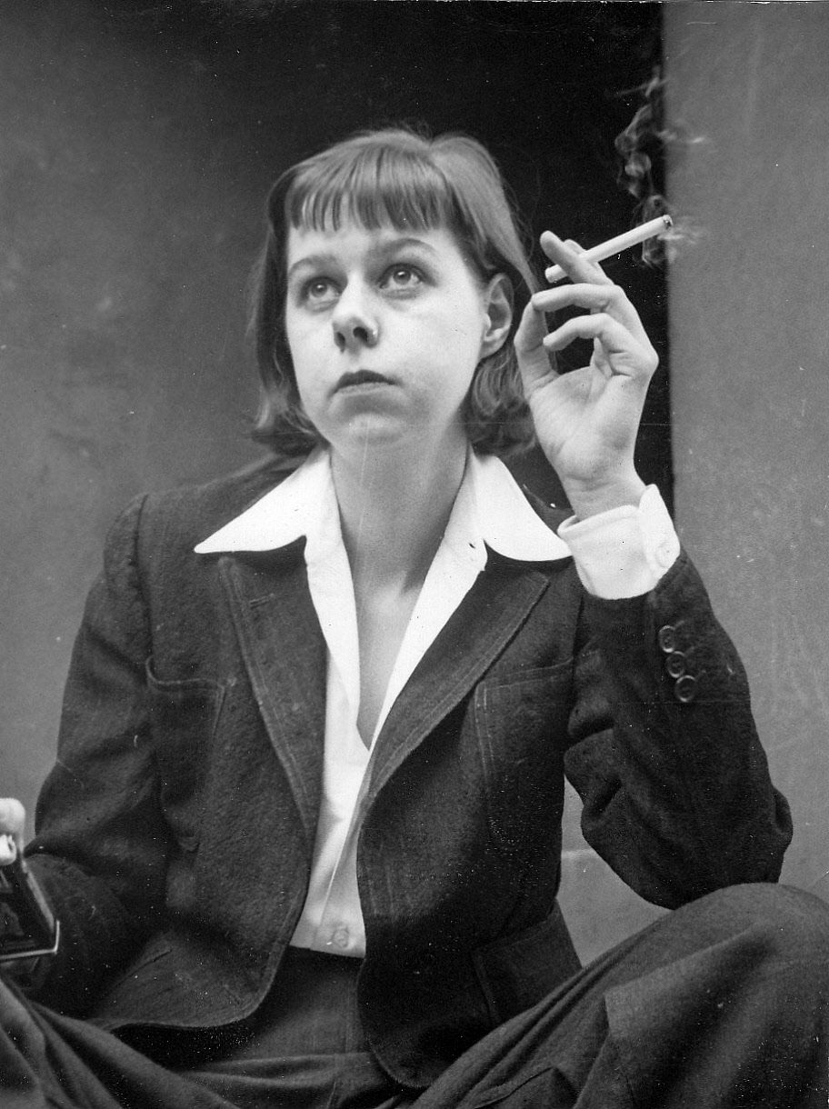 carson mccullers Gaye taylor upchurch directs this revival of carson mccullers ' beloved play on the eve of a family wedding in 1945, housekeeper berenice sadie brown (roslyn ruff) can't calm the nerves of her 12-year-old charge, frankie (tavi gevinson).