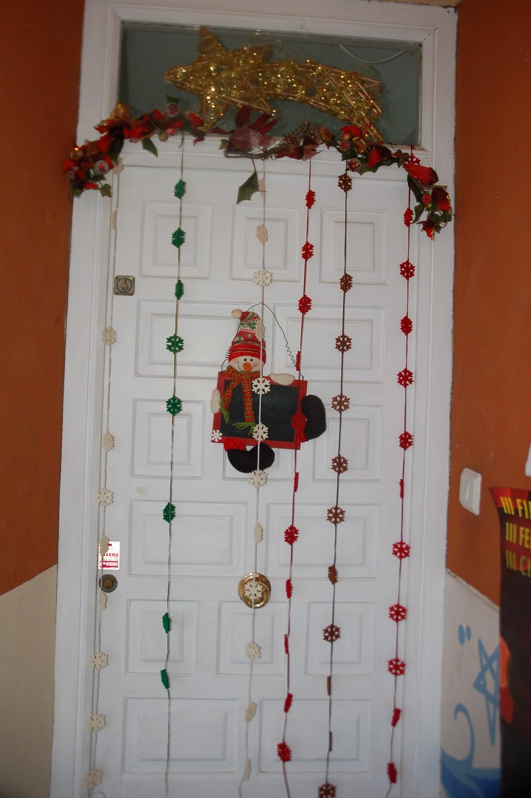 Decoraci n navide a en luna lola for Decoracion de puertas para navidad
