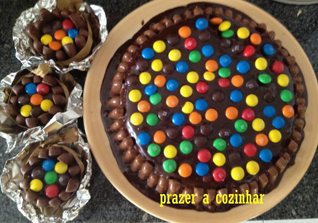 prazer a cozinhar - bolo de cenoura com cobertura de chocolate e M&Ms