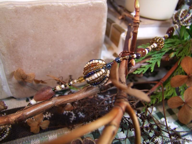 Adventsdeko mit Perlenketten