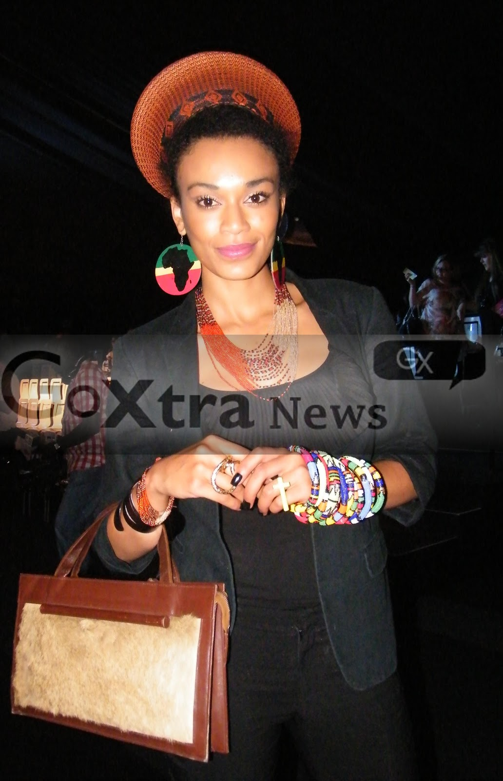 http://3.bp.blogspot.com/-sVmJwSZEy8Y/UI-ZtUNPeFI/AAAAAAAAGZ8/LlxW3fclNbw/s1600/Pearl_Thusi_Mercedes_Benz_Fashion_Week.JPG