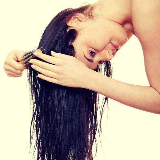 How to Brush Your Hair (The Right Way!)