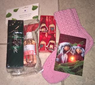 http://joulunmielta.blogspot.fi/2015/12/pikkujoulupaketti-seka-2-joululahja.html