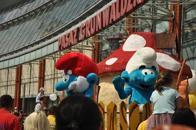 Wielka Parada Smerfow w Pasazu Grunwaldzkim