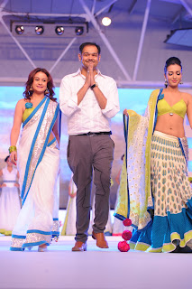 Heroines Ramp Walk South Spin Fashion Awards (152)