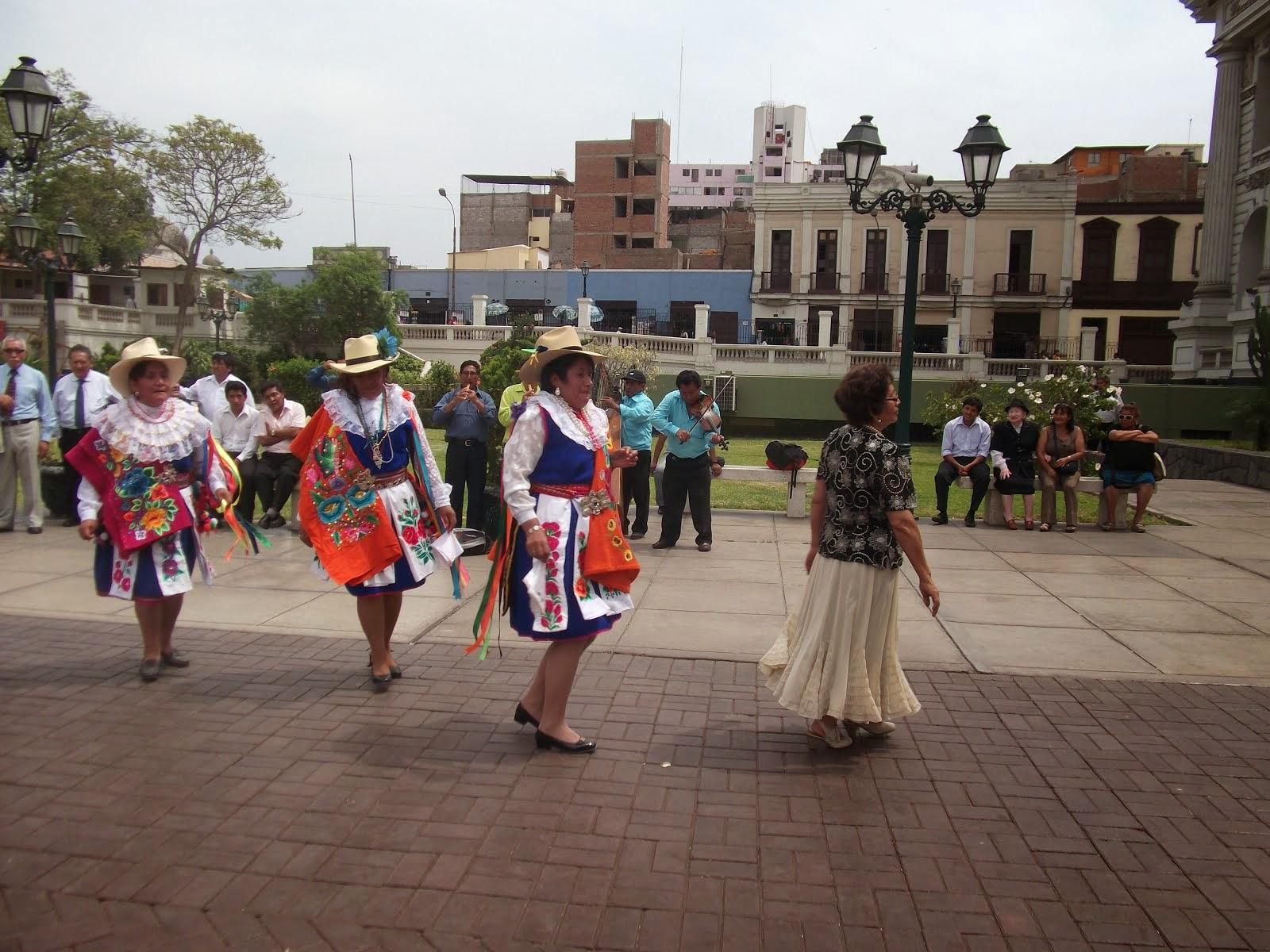PASTORAS DE HUAÑEC EN EL CONGRESO DE LA REPÚBLICA