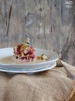 Pato con cremoso de castañas, setas y camagrocs en tempura