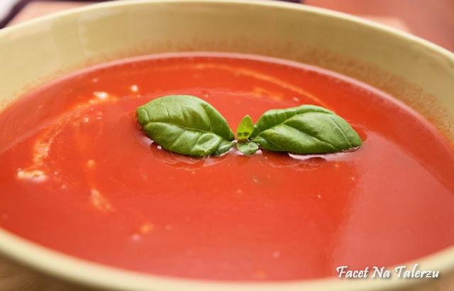 Pomidorowy krem z gorgonzolą