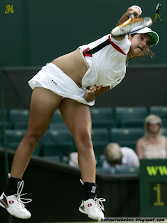 Sania Mirza upskirt panty sexy thigh and legs exposed