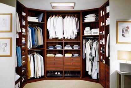 تعرفى على أبسط الطرق لترتيب خزانة الملابس