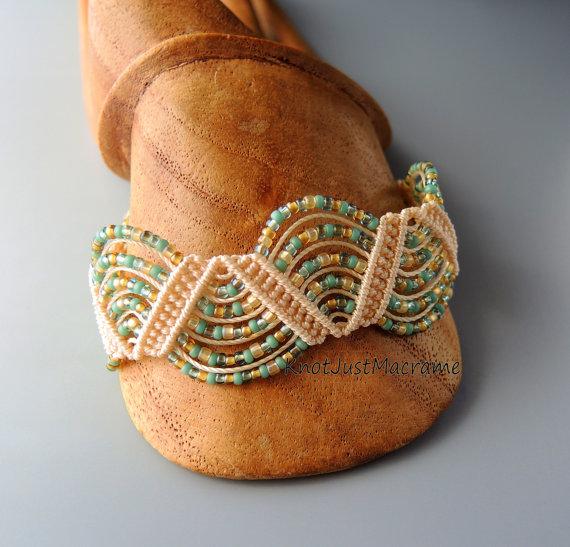Micro macrame bracelet class:  Drunkard's Path by Sherri Stokey.