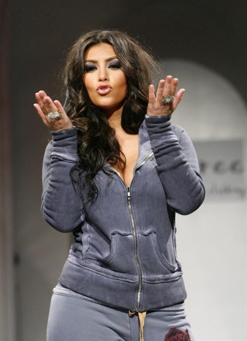 http://3.bp.blogspot.com/-sXoq7cRpj10/Te2tL3g4fwI/AAAAAAAAEKk/PkusKBIYOC4/s1600/Kim_Kardashian_on_the_Ramp%2B%252810%2529.jpg