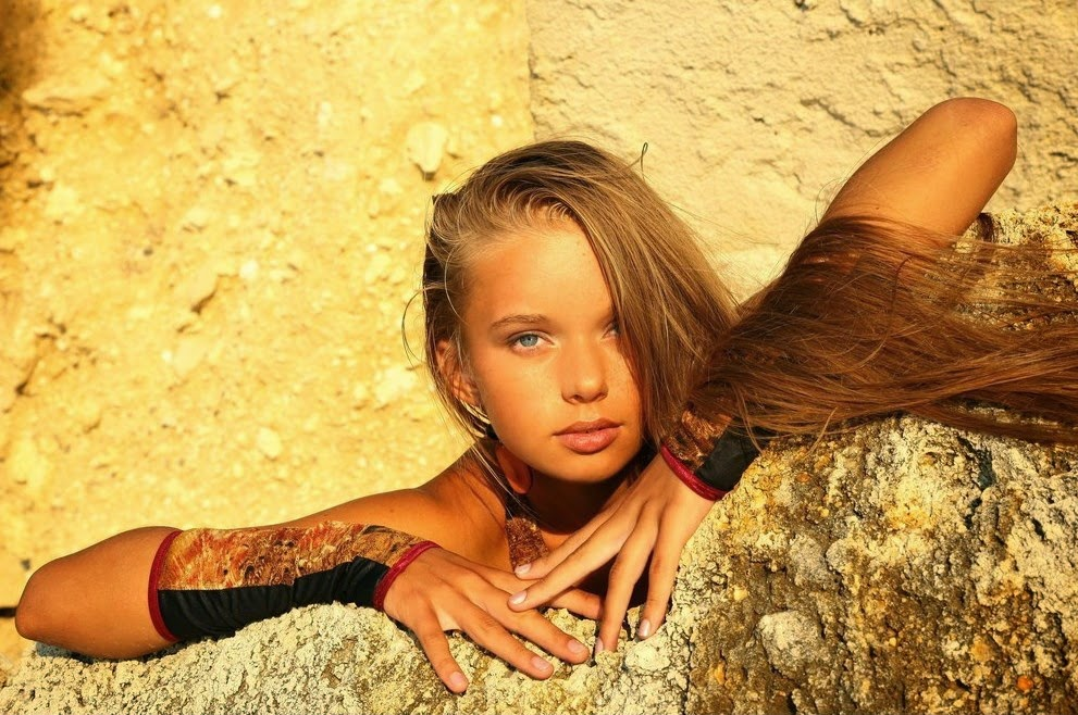 Beautiful Milena | outside the box