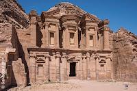 http://www.diariosdeunfotografodeviajes.com/2015/07/tesoros-arqueologicos-de-jordania-petra.html