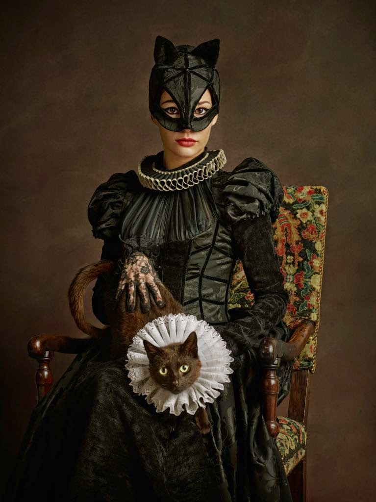 16-Catwoman-Sacha-Goldberger-Superheroes-in-the-1600s-www-designstack-co