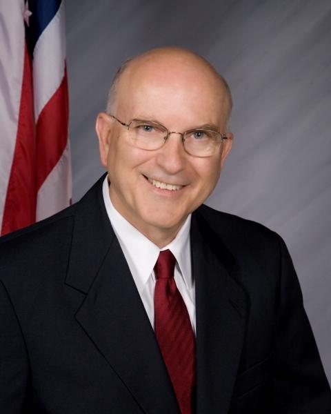 Από μια καριέρα σε δημοπρασίες αυτοκινήτων, ο Kruse έφτασε να ηγείται της επιτροπής εκπαίδευσης και σταδιοδρομίας της Γερουσίας