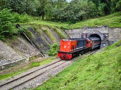 Terowongan Gunung Gajah (368 m)