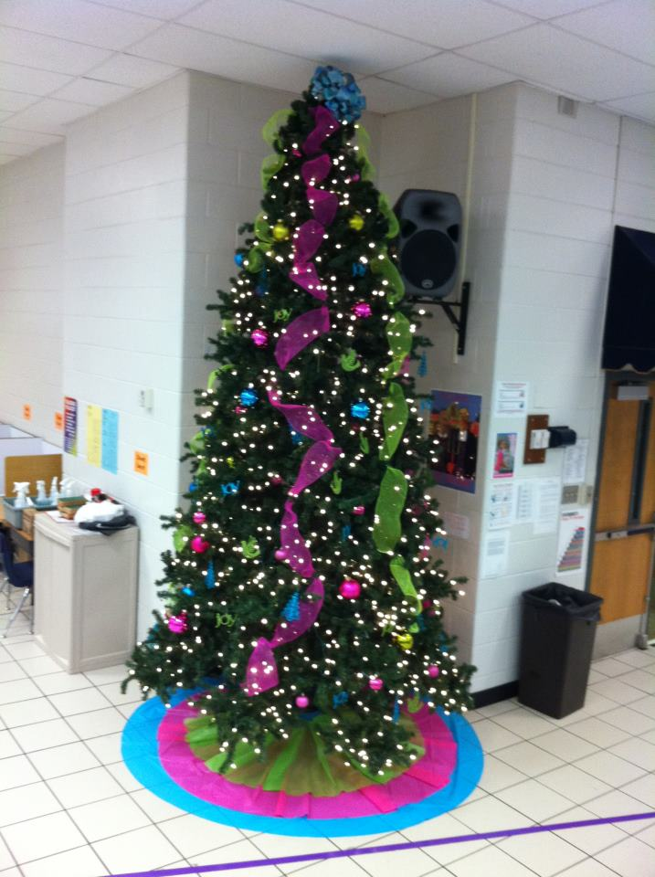Room Moms Rock School Cafeteria Holiday Decor