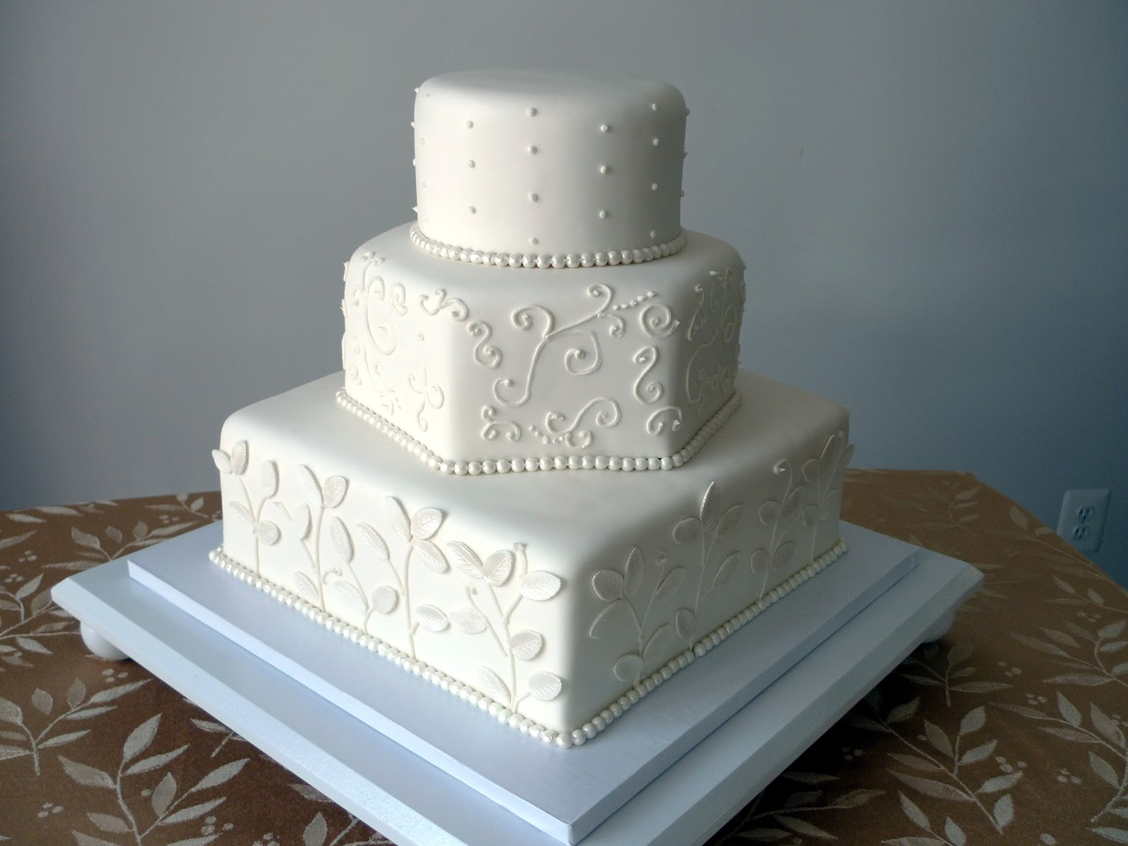 Wedding Cake Design Patterns : Cakebee: Elegant Black & White Wedding Cakes