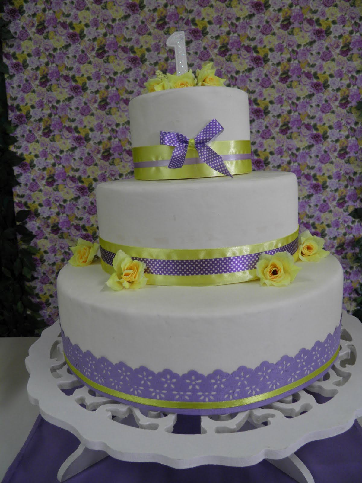 Caramello Festas Infantis e Eventos Especiais Lilás e amarelo