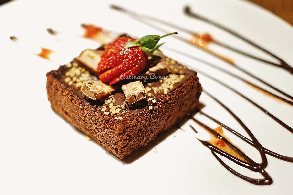Caramel Mars Bar Cheesecake (www.culinarybonanza.com)