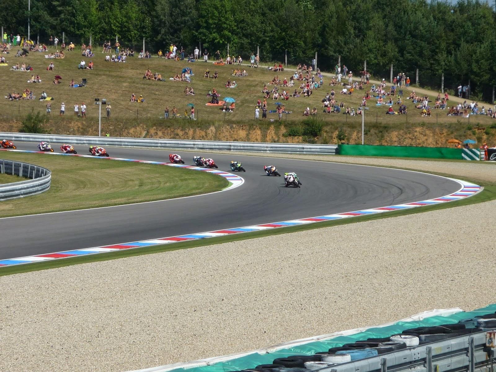 carrera de 125cc en el circuito de Brno