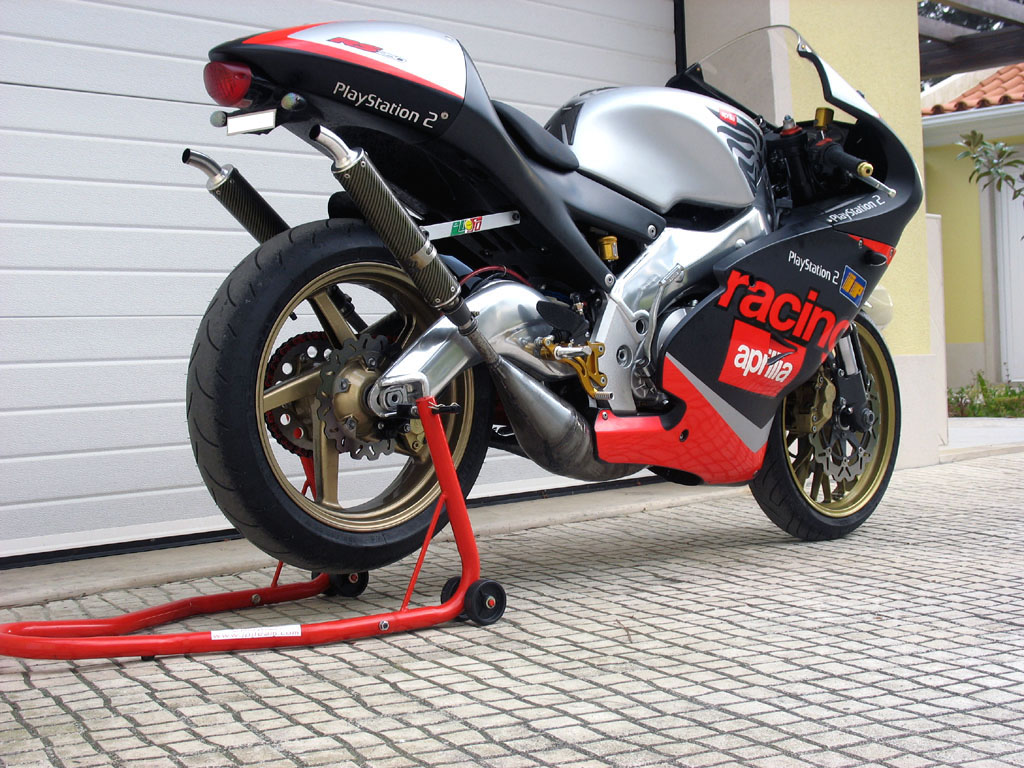 Enjin aprilia rs 250 this one is aprilia 125 concept okey not rs 250