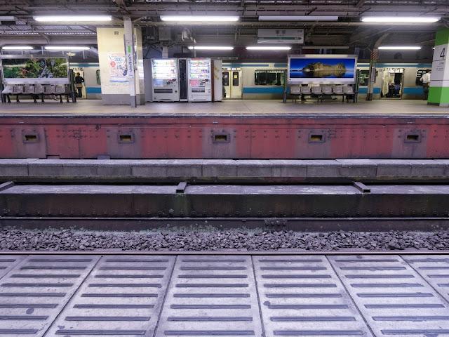 東京駅ホーム,線路〈著作権フリー無料画像〉Free Stock Photos