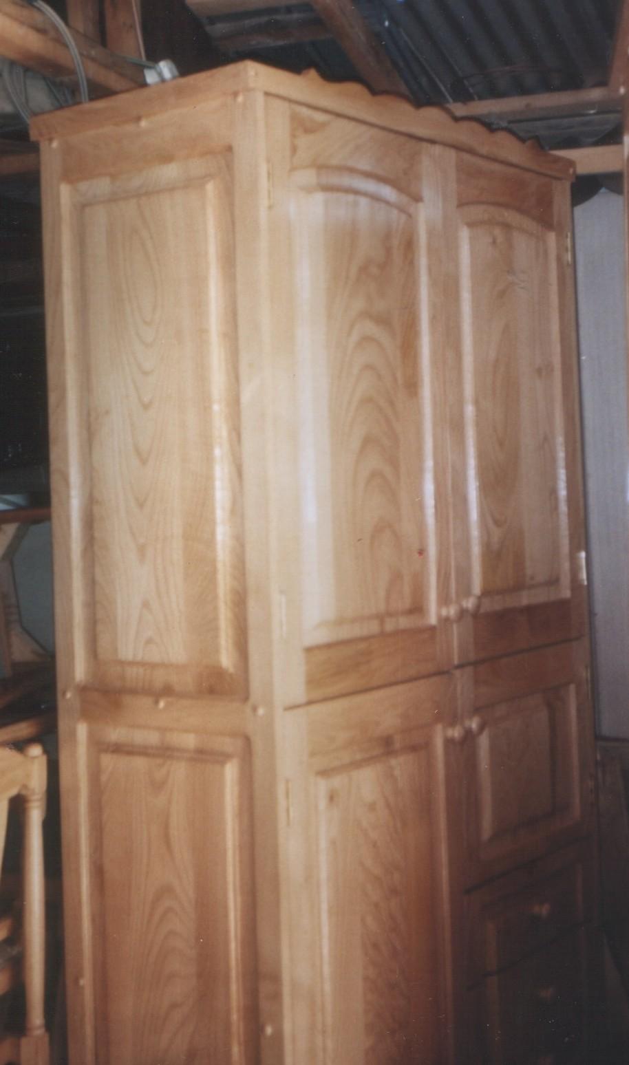 Closet con puertas y cajones for Puertas para closet de madera