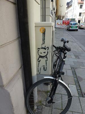 Stencil: Little Lucys Katze, El Bocho, München, Streetart, Graffiti