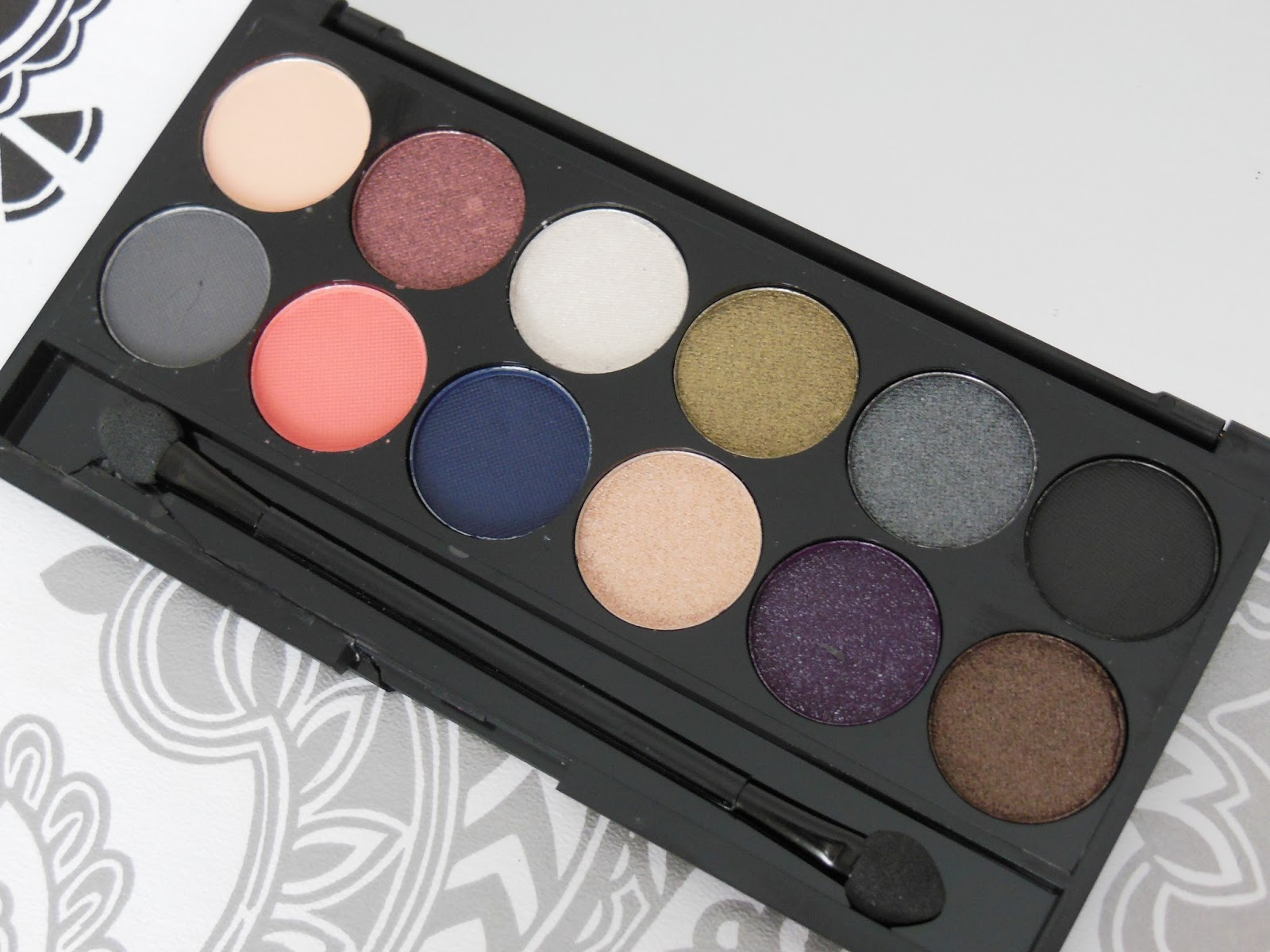 Sleek Showstoppers eye shadow palette