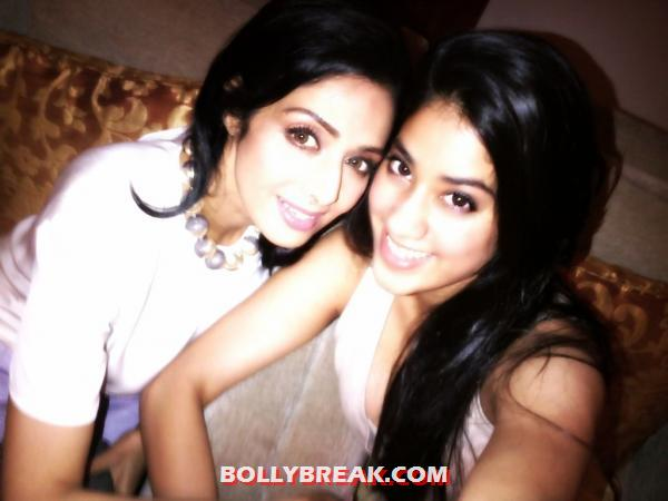 Sridevi with jhanvi kapoor -  Sridevi's Twitter Pictures with Daughters & Family