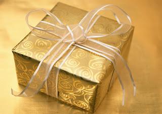 Langkah memilih hadiah ulang tahun pernikahan menjadi bermakna