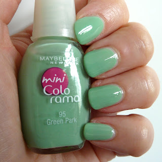 Maybelline Colorama Nail Polish in Park Green