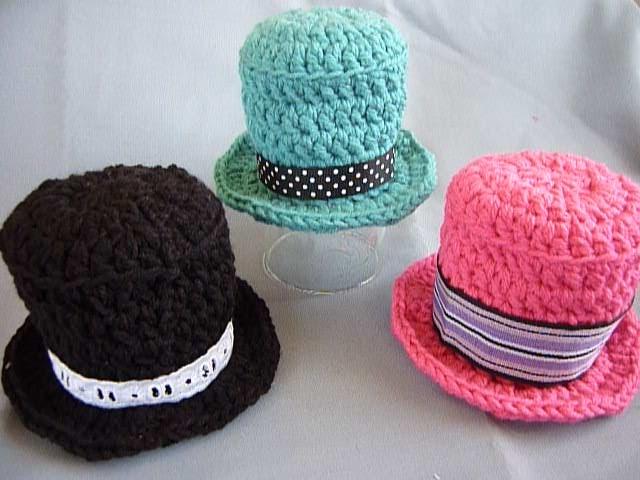 Crochet Mini Cowboy Hat Pattern : Mamma That Makes: Mini Tophat Crochet Video Tutorial