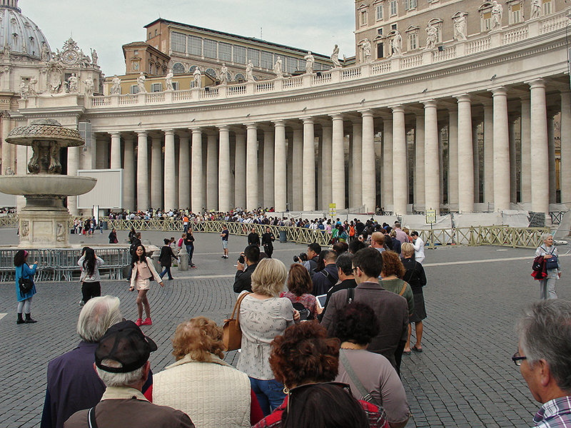 File d'attente pour entrer dans la basilique Saint-Pierre