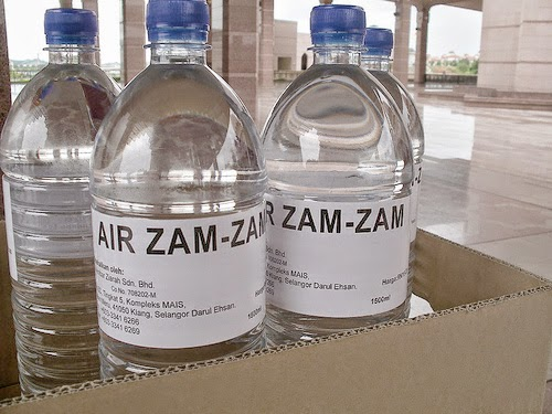 zam bukan lah sekedar air mineral biasa yang muncul dari dalam tanah Manfaat Air Zam Zam