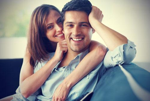كيف يمكن للمرأة تغيير سلوك وعادات الرجل الذى تحبه - رجل وامرأة سعداء - happy couple