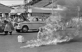EL MONJE BUDISTA THICH QUANG DUC INMOLÁNDOSE EN SAIGÓN (Vietnam 11/06/1963)