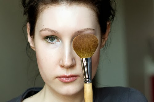 How to cover up dark circles with make-up?