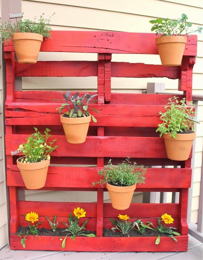 ma maison au naturel une palette pour un jardin vertical. Black Bedroom Furniture Sets. Home Design Ideas