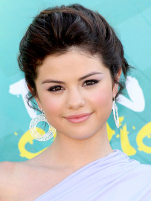 cute selena gomez hairstyle