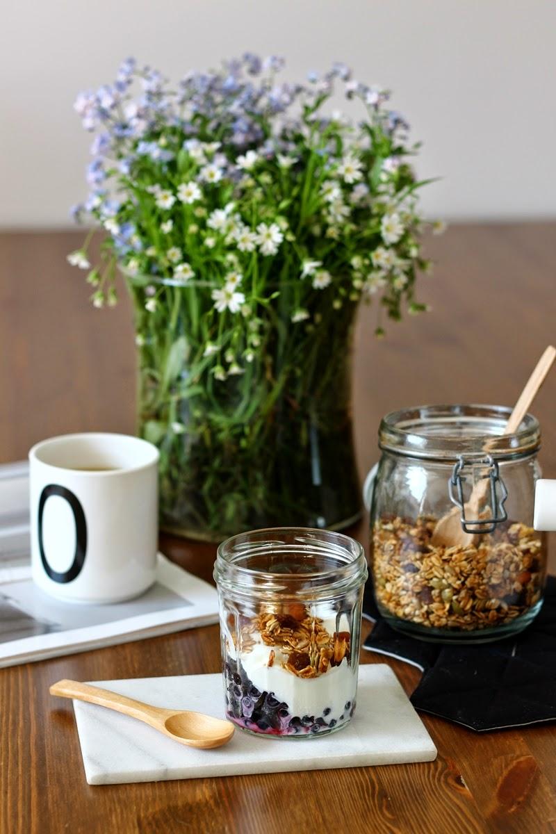zdrowe śniadanie, domowa granola, design letters
