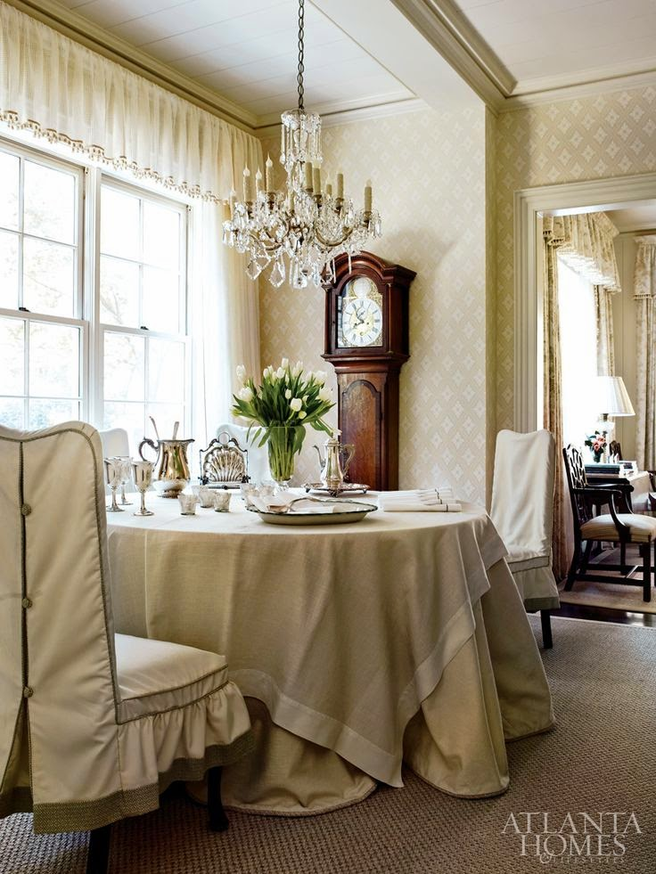 Eye For Design: Decorate With Round, Skirted, Dining Room Tables